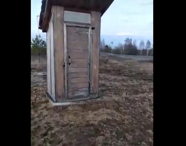 деревенский туалет
