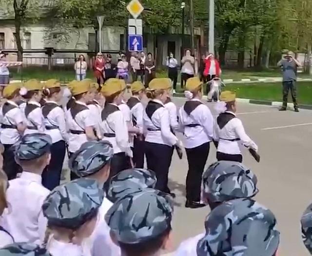 парад в школе