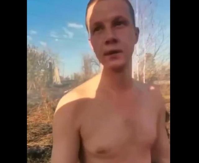 парень жег траву