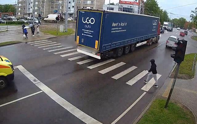 аварийный эпизод на пешеходном переходе