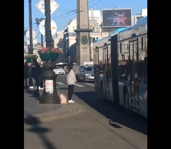 ТикТокерша из Санкт-Петербурга бросалась под машины