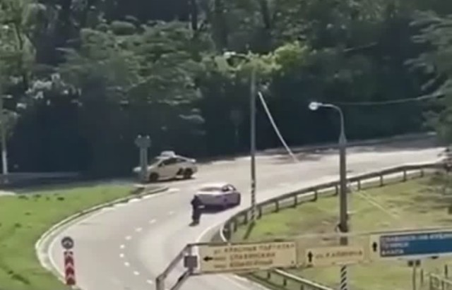 Обнаженный водитель-неадекват