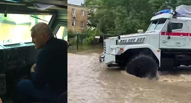 Глава Крыма Сергей Аксенов пересел с лодки в бронемашину Росгвардии