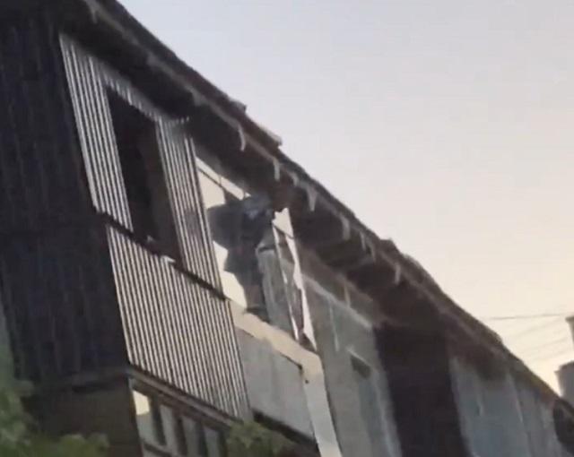 В Екатеринбурге мужчина спрыгнул с пятого этажа