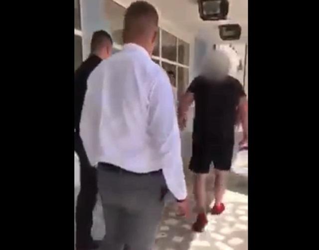 В Черновцах разгневанный отец студента вылил ведро фекалий