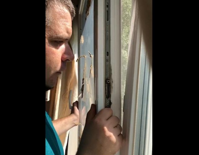 парень у окна
