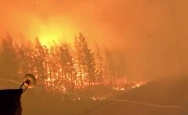 """Дорога в ад. Федеральная трасса """"Колыма"""" в Якутии охвачена пожаром"""