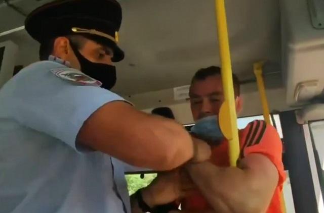 задержание в автобусе