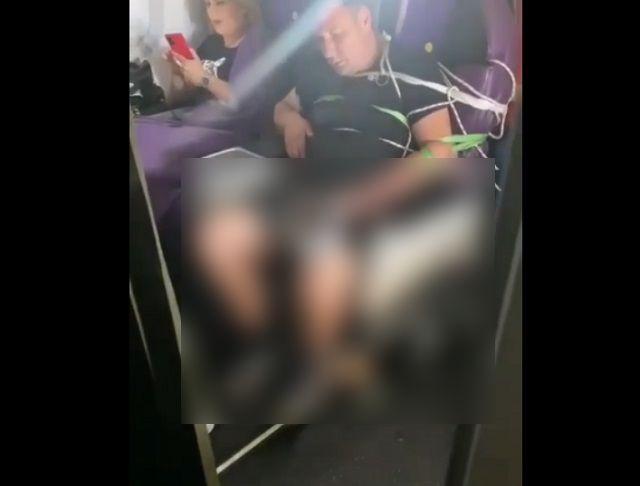 мужчину связали в самолете