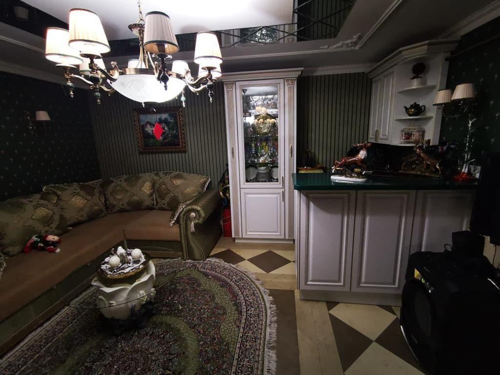 В Ставропольском крае задержали 35 сотрудников ГИБДД и их начальника Алексея Сафонова, а также показали интерьер дома руководителя (18 фото)