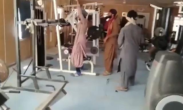 талибы в спортзале