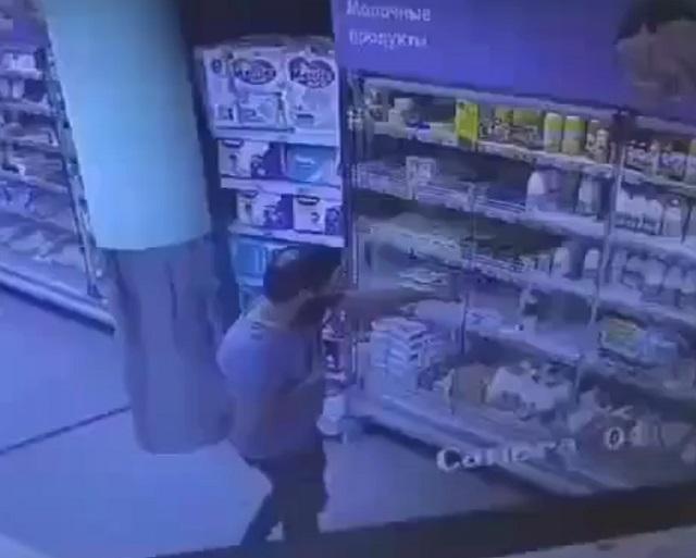 Сумасшедший в магазине