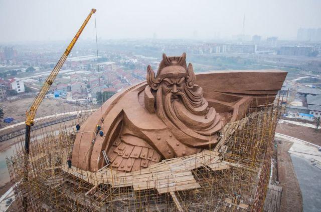 Статуя Гуань Юя