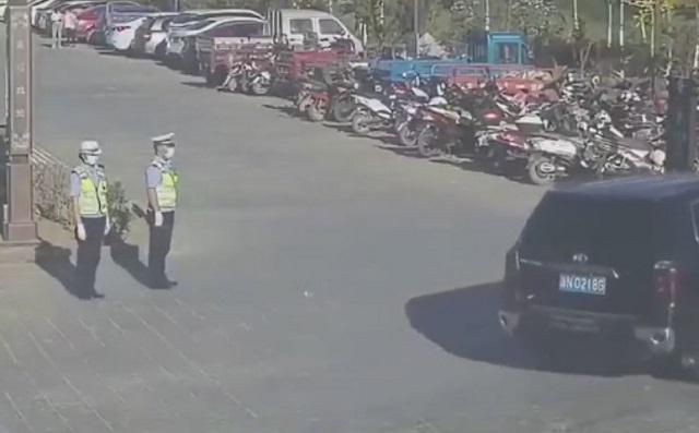 полицейские в китае