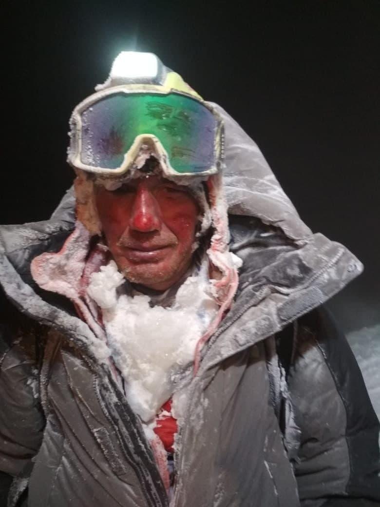 Из-за непогоды на вершине Эльбруса застряли 19 туристов — 5 человек погибли (3 фото + 2 видео)