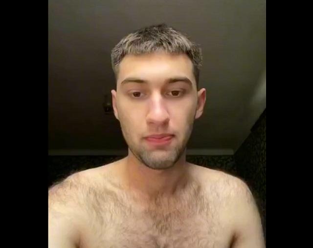 Волосатый парень
