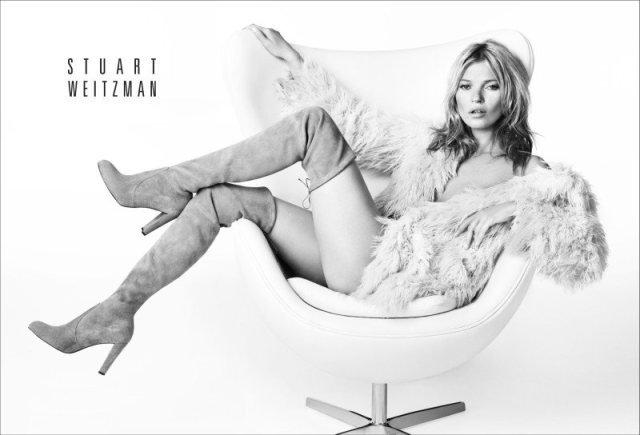 Stuart Weitzman вновь пригласил британскую супермодель Кейт Мосс (Kate Moss) для участия в своей рекламной кампании. Осенняя коллекция бренда вдохновлена уличным стилем Кейт. Простые черно-белые фото снял знаменитый фэшн-фотограф Марио Тестино