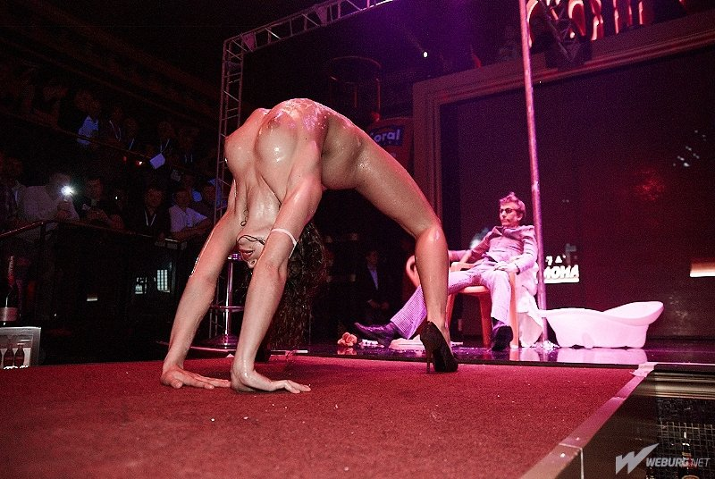 erotik-striptiz-onlayn