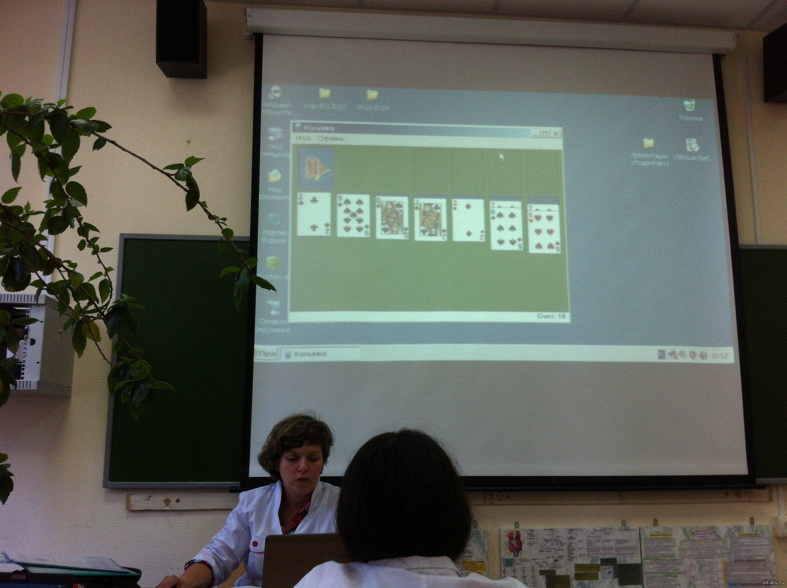 Преподаватель и провинившаяся студентка 2 фотография