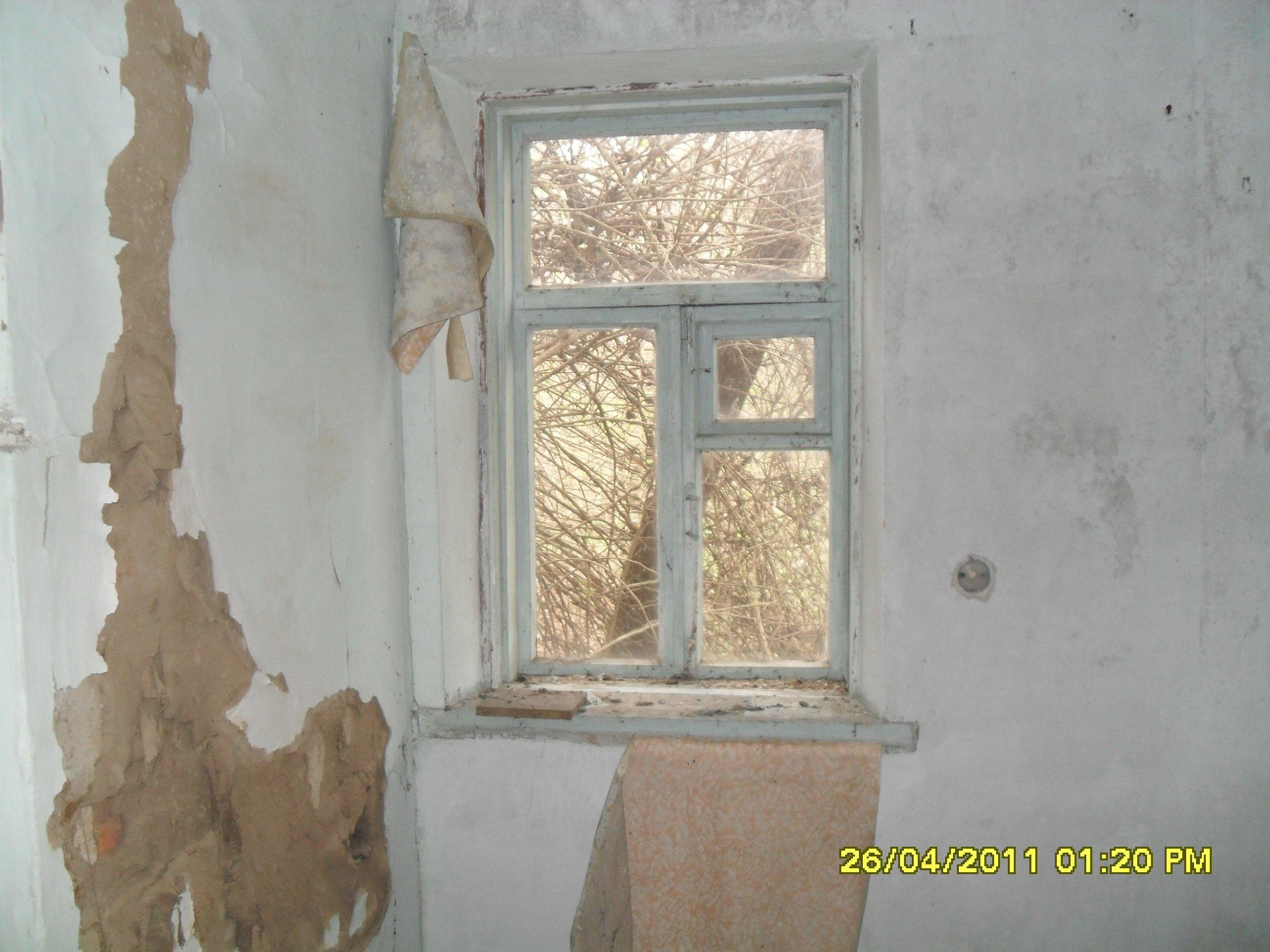 Проводка,вырванная из стен(я тут жил).