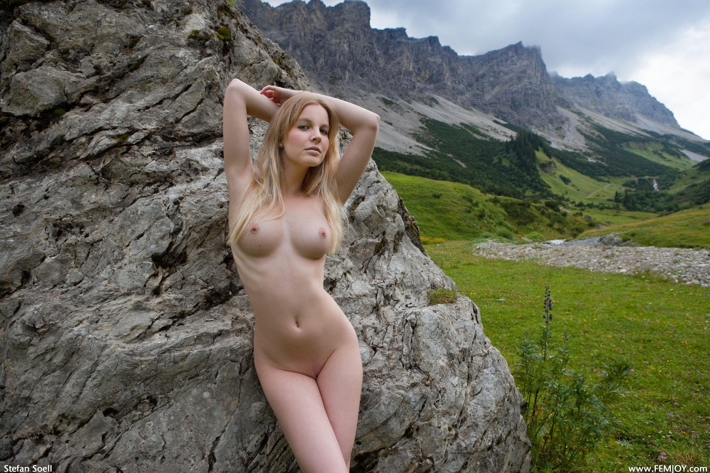 Совершенно голая красавица 6 фотография