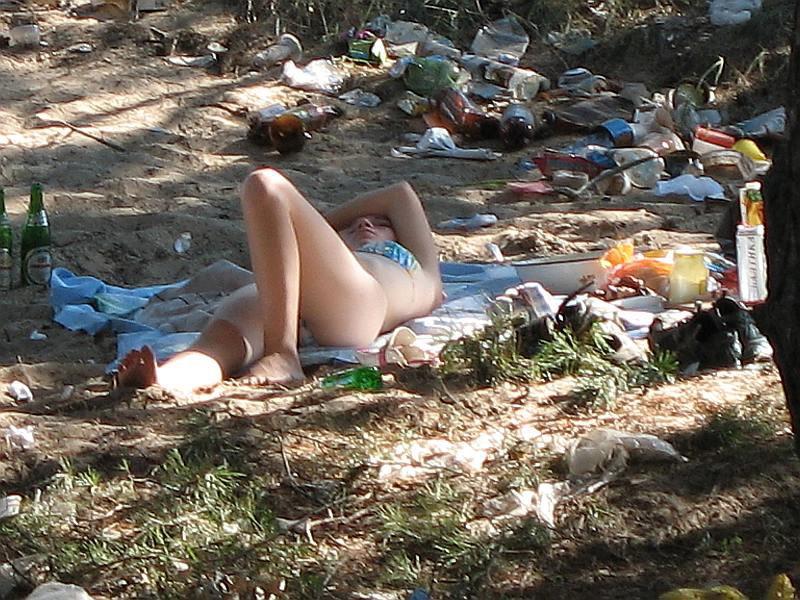 пьяные девчонки на природе фото