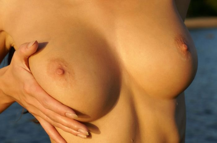 Фото красивой женской груди 18